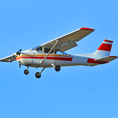 Cessna pass by at slow speed