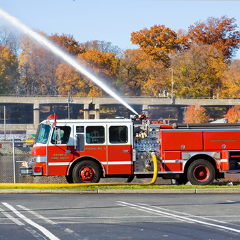 Fire truck extinguishing