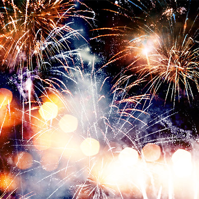 Fireworks, long constant explosions, crowd reactions - 01