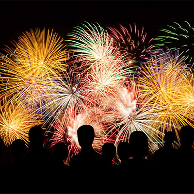 Fireworks, long constant explosions, crowd reactions - 03
