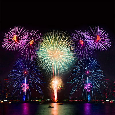 Fireworks, long constant explosions, crowd reactions - 04