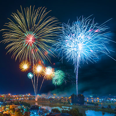 Fireworks, long constant explosions, crowd reactions - 05