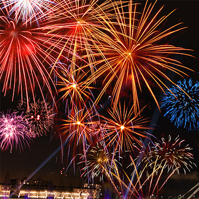 Fireworks, long constant explosions, crowd reactions - 06