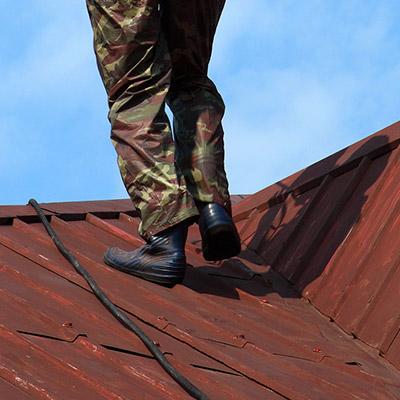 Footsteps, metal roof, jumps
