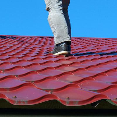 Footsteps, metal roof, run