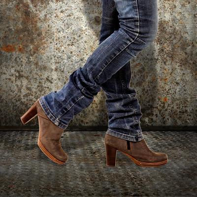 Footsteps on metal, female shoes