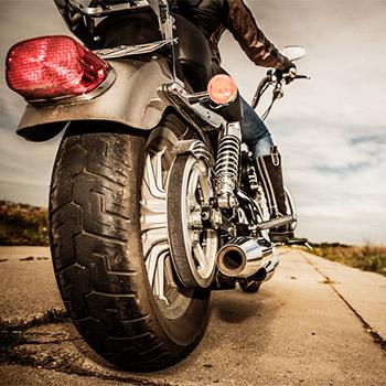 Motorcycle, suzuki 1100, start, revs, pull away - 02