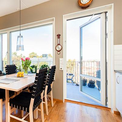 Room tone, open balcony, quiet atmosphere