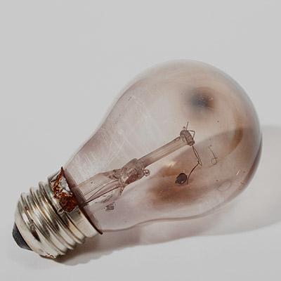 Shaking light bulb with broken filament