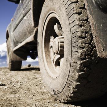 Tires rolling on gravel, car on gravel