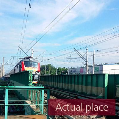 Train, pass by on overhead bridge - 01