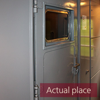 Vestibule train metal door open and close