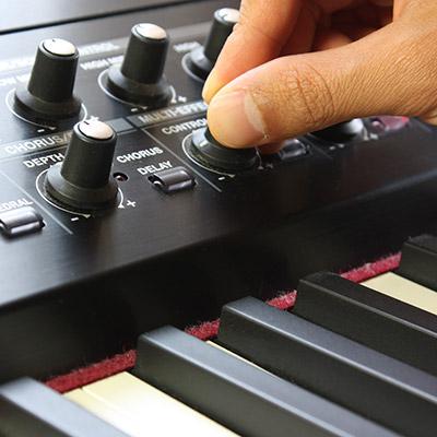 Analogue synthesizer resonance